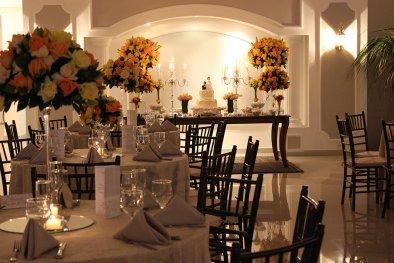 Decoração de flores para buffet de casamento