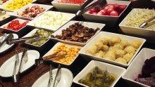 Buffet de saladas para casamento