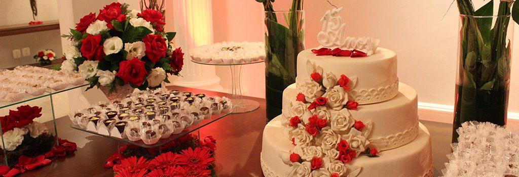 mesa de bolo para festa de debutante