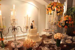 Decoração da mesa de noivos