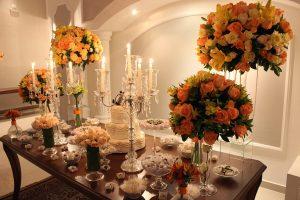 Flores para mesa de bolo buffet de casamento