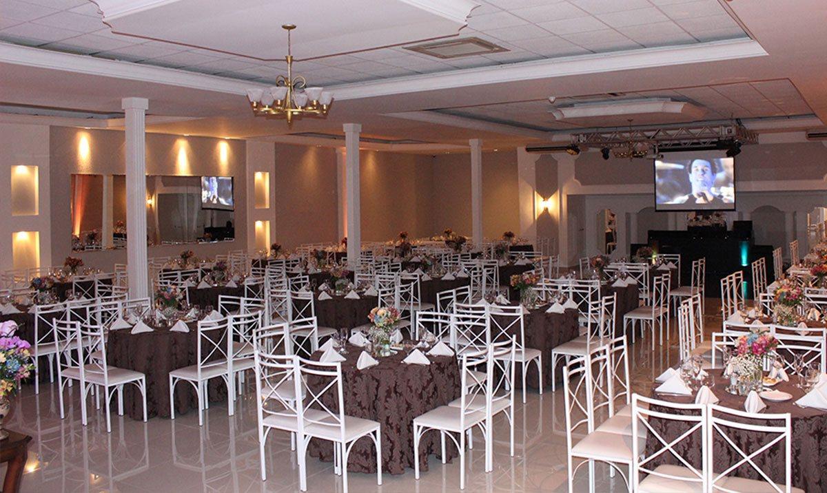 Salão de casamento com telão