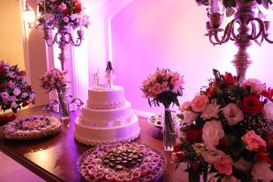Mesa de bolo para festa de 15 anos